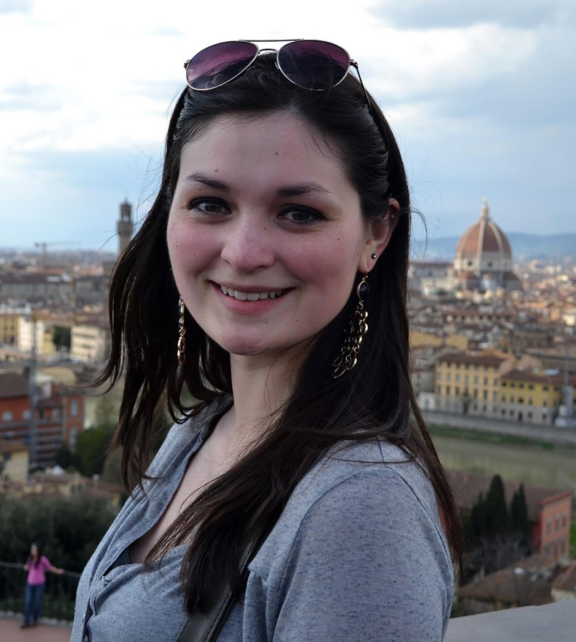 Isabella Medici, Curriculum Vitæ